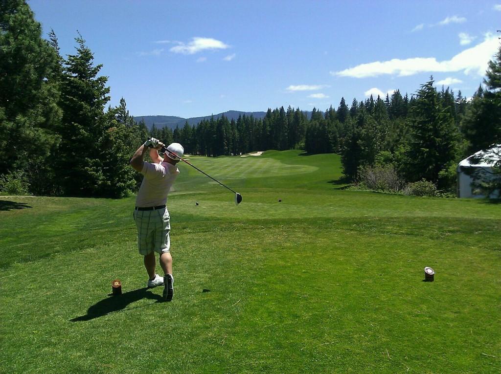 【ゴルフ初心者向け】ゴルフを始めるのに必要な予算・コースデビューに必要な準備と知識(クラブの解説あり)