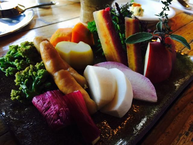 チーズフォンデュする野菜たち