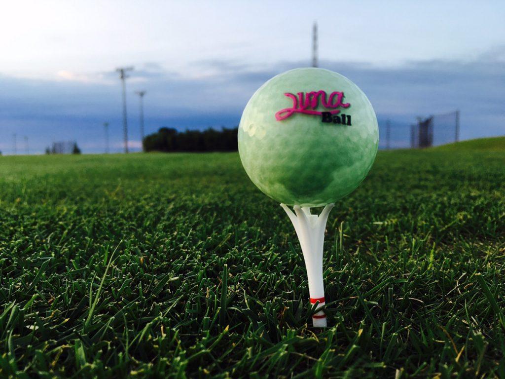 ナイターゴルフでもボールがすぐ見つかる?!暗闇で光るゴルフボール「Luna Ball(ルナボール)」を使ってみた