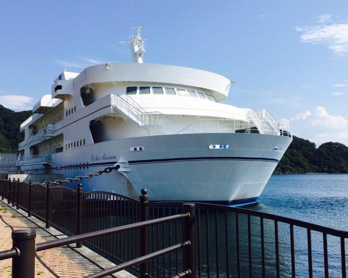 船舶型の施設「えるまーる舞鶴」
