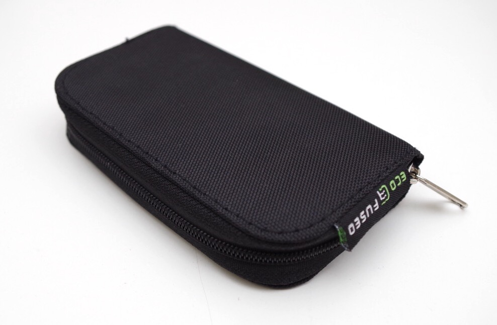 ECO-FUSED メモリーカード・キャリーイングケースを購入。コンパクトでたくさん収納でき、持ち運びにも便利。