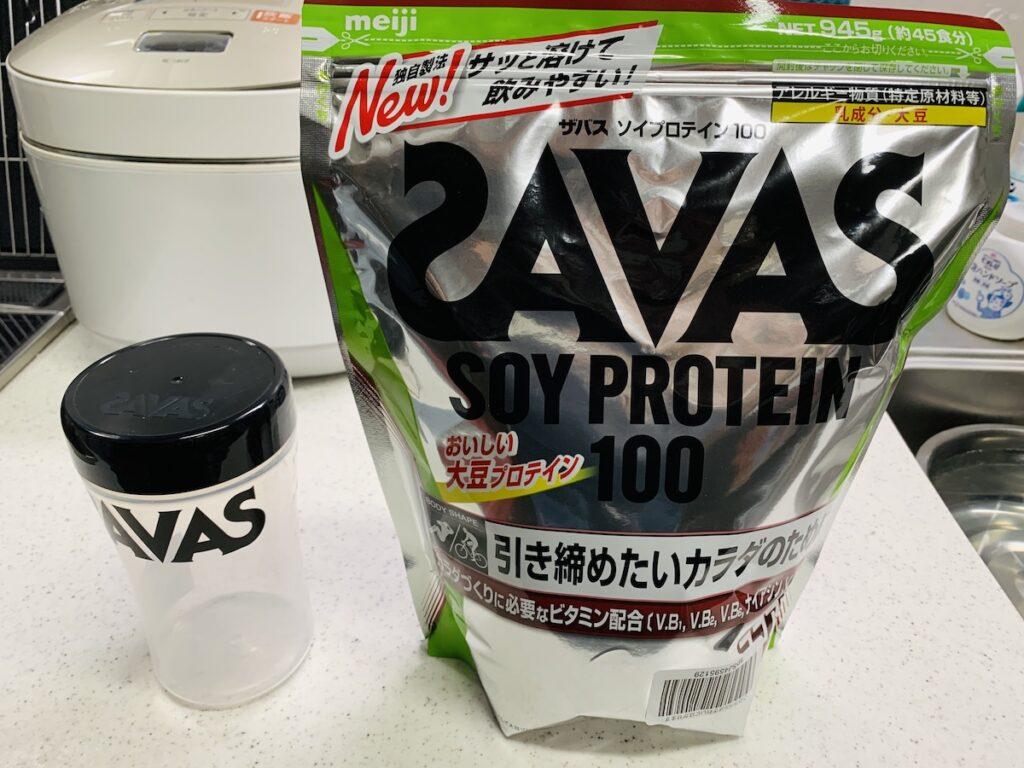 ザバスSAVASソイプロテイン100を購入。ホエイプロテインよりも粉っぽくて飲みにくい